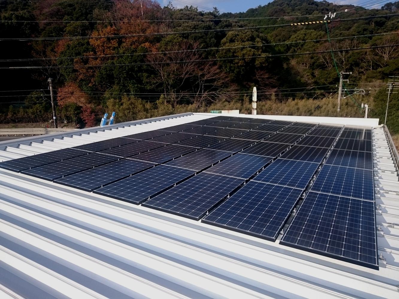長州産業太陽光発電パネル外観写真
